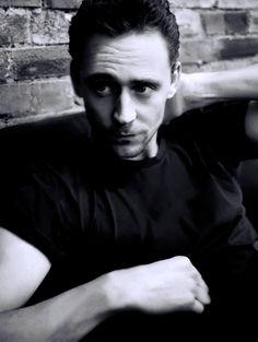 Tom Hiddleston by Mari Sarai. Source: Torrilla http://torrilla.tumblr.com/post/115201227205/tom-hiddleston-by-mari-sarai. Full size photo: http://i.imgbox.com/WKGbNpUd.jpg