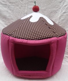 Dog and Cats Bed ideas Camas para perros y gatos Skinny Pig, Pig Crafts, Dog Beds For Small Dogs, Animal Room, Dog Clothes Patterns, Dog Rooms, Pet Rats, Dog Hacks, Cat Furniture