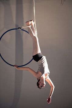 THIS IS SO BEAUTIFUL. love this pose. gonna try it this sunday :3