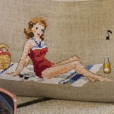 0 point de croix femme sur sa serviette de bain, plage été - cross stitch summer beach, woman on her beach towel