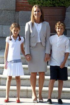 (Infanta Dona Victoria Federica de Marichalar ( née Princess of Spain) and her two children.jpg