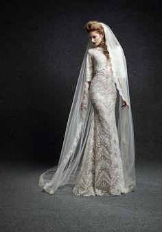 Vestido de noiva inspiração para quem adora bordado e corte clássico.   Comece a organizar o seu casamento no Cerimonialista Virtual: http://emtn.me/OSeuCerimonialistaVirtual