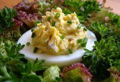 Zöldfűszeres-sajtkrémes töltött tojás
