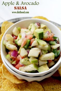 Apple Avocado Salsa with Honey-Lime Dressing: Chopped apples, avocado, tomatoes, onions and poblano chile tossed in a sweet, refreshing honey-lime dressing. Avocado Recipes, Salad Recipes, Vegan Recipes, Cooking Recipes, Drink Recipes, Honey Lime Dressing, Healthy Snacks, Healthy Eating, Cowboy Caviar
