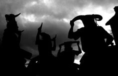 Los diablos persiguen a sus vícitmas para manchar de hollín a todo aquel que no vaya disfrazado. Recorremos una de las fiestas populares más tradicionales de Castilla La Mancha