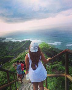 Men eftersom Diamond Head räknas som en nationalpark så har även allmänheten tillgång till kratern. En populär aktivitet är att gå upp för kratern och njuta av den underbara utsikten. Först börjar men på en lätt gången stig vilket sedan leder till en ganska brant trappa. Efter man har klarat av de jobbiga trapporna så kommer man upp till en gammal militärbunker där man kan på klara dagar se nästan hela sydkusten av ön Oahu. Det tar ca 2tim att ta sig upp i normal takt. Hawaii Travel, Oahu, Island, Instagram Posts, Islands