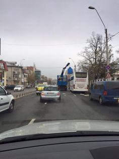 Vineri, 11 Decembrie 2015, ora 11.00, Calea Plevnei, București. Cu toate că uneori avem probleme cu accesul la containere, programul de colectare hârtie și carton ( containerul albastru) se îndeplinește 100%.