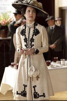 Elizabeth McGovern as Cora Crawley, Countess of Grantham in Downton Abbey (2010).