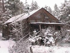 Come stay in the cool pines of Flagstaff, AZ at www.logcabinhomevacation.com #logcabin #ski #bucketlist #grandcanyon #vacationrental