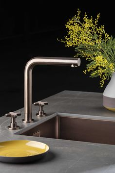Lanesto Urban Cannes recht en spoelbak in de kleur Copper. Het keukenblad is keramiek Rio Brown. Kitchen Design, Sink, New Homes, Design Inspiration, Pantry, Modern, Kitchens, Trends, Bathroom