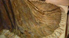 Peacock Dress, by Worth, c. 1900-c.1903, at Kedleston Hall, Derbyshire, England. Worn by Mary Victoria Leiter Curzon, Baroness Curzon of Kedleston and Vicereine of India, at the 1903 Delhi Durbar commemorating the coronation of Edward VII. The dress featured embroidered peacock feathers, each of which had an iridescent green beetle wing in the center.