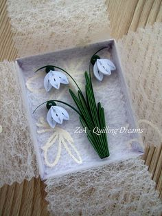 quilling lily of the valley Arte Quilling, Paper Quilling Flowers, Paper Quilling Designs, Quilling Paper Craft, Quilling Patterns, Quilling Tutorial, Hobbies And Crafts, Diy And Crafts, Decorative Paper Crafts