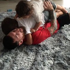Leo Messi playing with his kids Lionel Messi Family, Cr7 Junior, Argentina National Team, Leonel Messi, Leo Lion, Best Player, Football Players, One Pic, Couple Goals