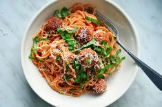 Kublanka vaří doma - Špagety s kuřecími kuličkami Ground Chicken, Japchae, Good Food, Treats, Ethnic Recipes, Sweet Like Candy, Goodies, Sweets, Healthy Food