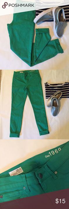 "Final PriceGAP Green Legging Jean super fun pop of color to add to your wardrobe! kelly green skinny legging jeans from GAP. 94% cotton 4% poly 2% spandex. excellent pre-loved condition with just very light wash wear. size 25/0. waist flat is 13.25"", front rise is 7.75"", inseam is 26.25"". 6G1211 GAP Jeans Skinny"