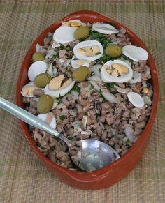 Salada de atum com Feijão Frade - Tuna with Beans (Feijão Frade) a tipical portuguese meal. http://www.deliportugal.com/en/catalog/tuna-62825