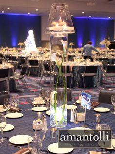 Centro de mesa alto en base de cristal. www.amantolli.mx
