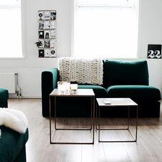 Vandaag werden mijn nieuwe tafeltjes bezorgd die ik bij @mariekerusticusstyling kocht van mijn verjaardagsgeld. Ben er ontzettend blij mee! Ook de opstelling van de bank veranderd. Wat vinden jullie ervan? #goud #green #groen #VIMLE #ikea #wonen #interior #inredning #interior123 #interior4all #binnenkijken #scandinavian #scandinaviandesign #groenebank #bankhangen #thuis #living #livingroom #livingroomdecor