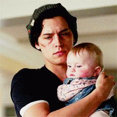 ashley → 24 bughead queen & force of nature Cole Sprouse Jughead, Cole M Sprouse, Dylan Sprouse, Emo Couples, Riverdale Betty And Jughead, Cheryl Blossom Riverdale, Riverdale Cole Sprouse, Bughead Riverdale, Kids Pop