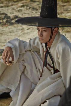 Korean Clothing Styles The Beige Blouse Korean Traditional Dress, Traditional Dresses, Korean Dress, Korean Outfits, Korean Drama Movies, Korean Actors, Kang Dong Won, Modern Hanbok, L5r