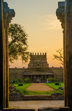It's a beautiful world — Sunset in Darasuram,Tamil Nadu / India (by Srini. Indian Temple Architecture, India Architecture, Om Namah Shivaya, Places To Travel, Places To See, Travel Destinations, Mountains In India, Weather In India, Beautiful Places To Visit