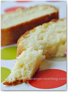 """N ous avons tous notre recette au gâteau au yaourt, mais j'ai voulu tester la recette de Sophie Dudemaine, la spécialiste des cakes, extraite de son livre """"les desserts d'hiver de Sophie"""". D'habitude en préparant un cake au yaourt je prends toujours le..."""