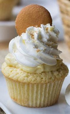 Dreamy and creamy banana buding now comes in delicious Banana Pudding Cupcakes version by Spicy Southern Kitchen. Moist vanilla cupcakes filled with vanilla Banana Pudding Cupcakes, Yummy Cupcakes, Cupcake Recipes, Cupcake Cakes, Dessert Recipes, Chef Recipes, Yummy Treats, Sweet Treats, Gastronomia