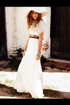 Vestido, de Isabel Leguina  http://www.vogue.es/galerias/una-gran-familia/5062/image/414296