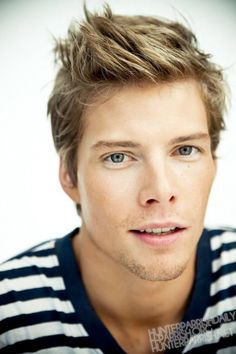 Hunter Parrish. Silas Botwin has always been one of my favorite characters. I'm not sure what it is about him, but I think it's the eyes. He is Super sexy this season. #weeds