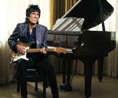 Rolling Stone guitarist Ron Wood complements his iconic style with a raven and black onyx necklace by Lazaro Soho. This look is timeless, gritty and stylish – just like Ronnie Wood. Rolling Stones Logo, Like A Rolling Stone, Rolling Stones Guitarist, Emotional Rescue, Mens Designer Jewelry, Ron Woods, Ronnie Wood, Taylor Momsen, Rhythm And Blues