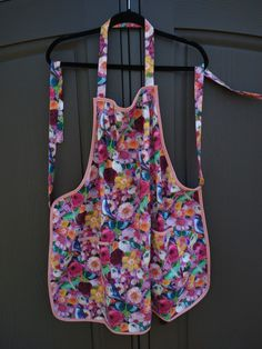 Handmade apron with personalization. Great gift to give. Bbq Apron, Chef Apron, Great Gifts, Trending Outfits, Unique Jewelry, Handmade Gifts, Floral, Cute, Pink