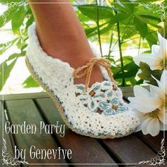 Crochet Garden Party Loafers  I have to get my mom to make me these!!!