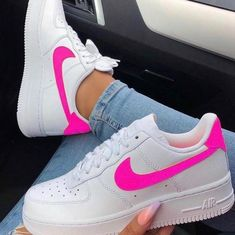 este tenis e muinto lindo- Anastasia Mrd- Nike Shoes Air Force, Nike Air Force Ones, Souliers Nike, Sneakers Fashion, Sneakers Nike, Sneaker Trend, Fresh Shoes, Hype Shoes, Trendy Shoes