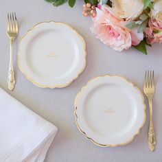 Make your wedding cake cutting ceremony truly special with this white and gold plate and fork set. This beautifully designed set is sure to complement any regal and elegant wedding décor. Elegant Wedding, Wedding Reception, Dream Wedding, Mauve Wedding, Wedding Cake Cutting, Toasting Flutes, Cake Table, Pretty Cakes, Cake Plates