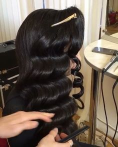 These beautiful waves are created by wrapping sections of hair around a wand and smoothing into a finger wave pattern! Keep your hair shiny and protected by spraying hair with Style Sexy Hair 450 Protect before you style! Retro Hairstyles, Weave Hairstyles, Wedding Hairstyles, Gatsby Hairstyles, Vintage Hairstyles For Long Hair, Hollywood Hair, Hollywood Stars, Hollywood Waves, Remy Human Hair