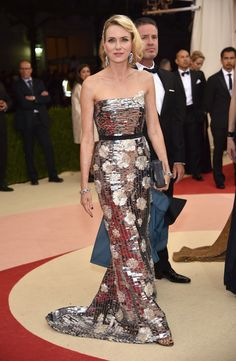 """Naomi Watts in Burberry at the 2016 Met Gala for """"Manus x Machina: Fashion in an Age of Technology."""""""