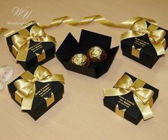 25 Black & Gold wedding favor gift box with satin ribbon, bow and your names, Elegant Personalized Gatsby theme wedding favors for guests 25 Black & Gold wedding favor gift box. Gold Wedding Favors, Wedding Gift Boxes, Wedding Gifts For Guests, Wedding Sparklers, Wedding Rings, Destination Wedding Welcome Bag, Wedding Welcome Bags, Personalized Bridal Shower Gifts, Black Gold Jewelry
