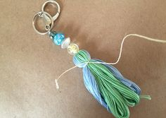 DIY kassel keychains with beads and embroidery thread Tassel Keychain, Diy Keychain, Diy Embroidery Thread, How To Make Tassels, Diy Tassel, Passementerie, Handmade Beaded Jewelry, Weaving Art, Bijoux Diy