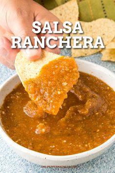 Salsa Ranchera: The Perfect Salsa Hot Sauce Recipes, Crockpot Recipes, Cooking Recipes, Cooking Tips, Vegan Recipes, Mexican Salsa Recipes, Mexican Dishes, Simple Mexican Salsa Recipe, Spicy Salsa
