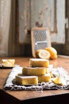 Auf der Suche nach einem super saftigen Zitronenkuchen vom Blech? Dann hier entlang. Dieser hier ist wahnsinnig saftig und super erfrischend