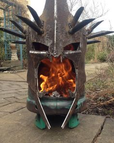 This is seriously the coolest freakin' fire pit I've ever seen. It's a replica of the Witch King of Angmar's head from The Lord of the Rings, and it was created by Alex Dodson of Burned By Design. He basically welded together an old propane tank and some scrap metal. It's kind of terrifying and dangerous-looking, but I love it! Via: Geekologie