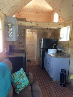 I'm excited to introduce you to John Russell and Debbie Hanson. They're a couple who've gone from divorces and sq. homes into a DIY 200 sq. tiny house on wheels that… Tyni House, Tiny House Cabin, Tiny House Living, Tiny House On Wheels, Small House Plans, Small Living, Tiny House 200 Sq Ft, Living Room, Tiny House Builders