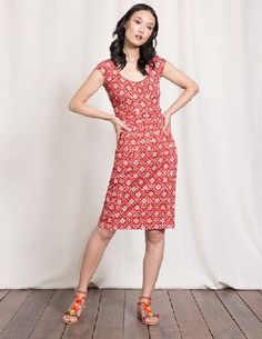 #Boden Margot Jersey Dress Snapdragon Collage Print #Last year you loved our Casual Weekend Dress, so weve brought it back and made it better than ever. In soft, comfortable cotton, the elegant scoop neck and roomy front pockets give it a contemporary look that works equally well in the office or at your go-to brunch spot. Its ruched waist gives it a super-flattering shape that hides any bumpy bits. No wonder it was a hit.