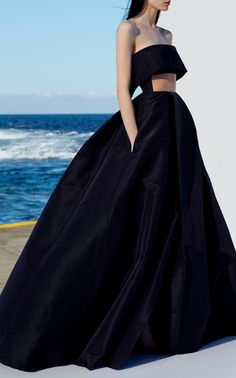 Get inspired and discover Alex Perry trunkshow! Shop the latest Alex Perry collection at Moda Operandi. Alex Perry, Elegant Dresses, Pretty Dresses, Formal Dresses, Prom Dresses, Couture Fashion, Fashion Show, Fashion Design, Dress Dior