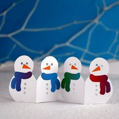 Use template and tutorial to fold and cut garlands to decorate tables windows or Christmas cards. Christmas On A Budget, Christmas Crafts For Kids, Xmas Crafts, Winter Christmas, Winter Activities For Kids, Fun Projects For Kids, Christmas Activities, Santa Crafts, Snowman Crafts