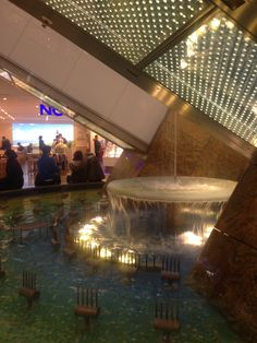 #Dresden #mall #fountain