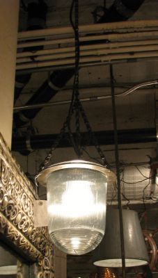 Industrial light with chain