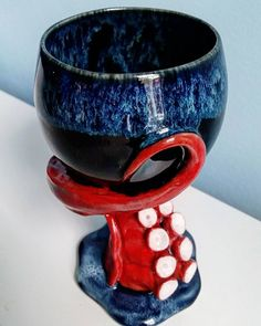 Great No Cost Clay sculpture octopus Thoughts Forms. It is unique and eye catching. Jewel's favorite goblet Ceramic Cups, Ceramic Pottery, Ceramic Art, Ceramics Projects, Clay Projects, Ceramics Ideas, Biscuit, Pottery Designs, Pottery Studio