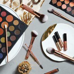Inspiração mulher  Aquele kit de pincéis bafhônico que não pode faltar no nosso quarto (Não vendemos só inspiração) Curtem  @nazablogg  @nazablogg  @nazablogg  @nazablogg  #pincéis #makeup #Inspiração #kitlindo #querotodos #aceitodoações #mulhermaravilha #cílios #pocompacto #sombras #rímel #blush #batom #perfume #moda #nazablogg #tanamoda #curtir #compartilhar #like4like #girls