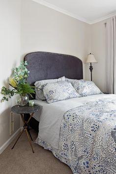 Velvet bedhead and black marble side table  #kemoodesign #bedhead #velvet #metalstud #bedroom #sidetable #bedside #marble #black #flowerarrangement #bedlinen #sheridan #navy #floorlamp #classic #interior #design #Melbourne #styling